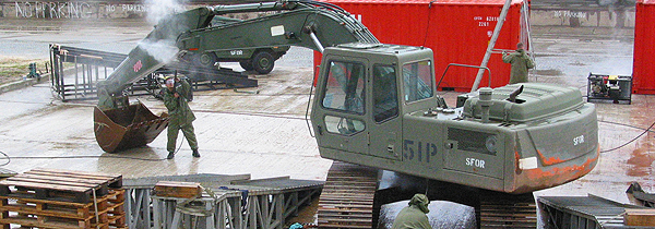 Feb 2004 – Personnel from 1 RCR B Coy based in Drvar, Bosnia-Herzegovina wash an excavator at the sea port in Split, Croatia before being returned to Canada.