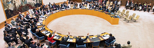 April 2013 – Security Council members unanimously adopt resolution 2100 to establish the UN Multidimensional Integrated Stabilization Mission in Mali (MINUSMA).